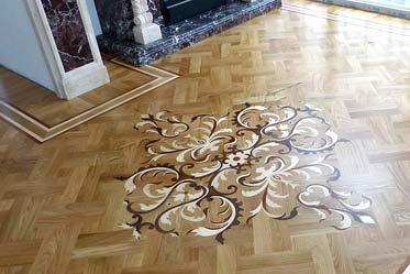 Художественный декор у камина